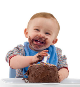 first-life-day-party-cake-eating-by-cute-baby-boy
